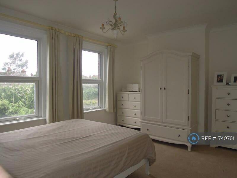 1 Bedroom In Stoughton Road Guildford Gu2 740761 In