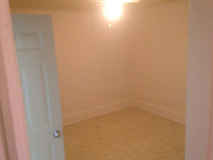 Large Clean 1 Br Available now in Campbellford Peterborough Peterborough Area image 7