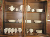 Complete set of 8 white dishes