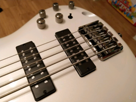 Ibanez SR305E-PW 5 string bass