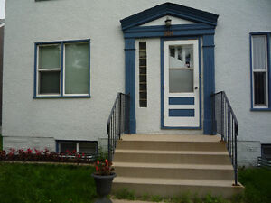 SPACIOUS , NEWLY RENOWATED 2 BEDROOM APARTMENT (PET FRIENDLY)