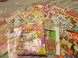 CRAFT MAGAZINES AND ACCESSORIES IN A PINK BAG