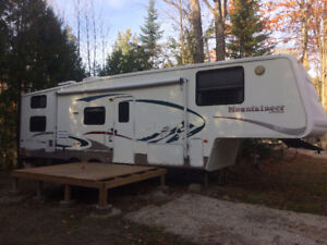Excellent Condition 5th Wheel Montana Mountaineer 32'