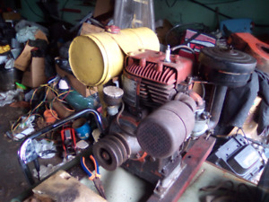 ANTIQUE 1953 SINGLE CYL PULL START GAS ENGINE 125.00