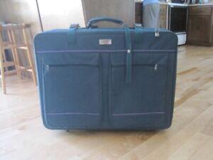 Belle valise verte / Great green luggage