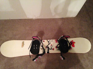 Women's snowboard with bindings & boots, carrying bag