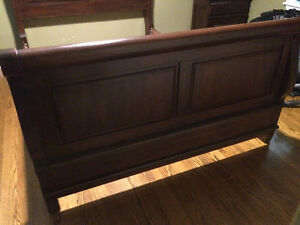 Queen Size Sleigh Bed Stratford Kitchener Area image 3