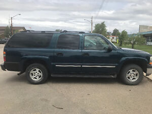 REDUCED-- 2005 Chevrolet Suburban leather, low kms