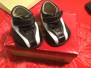 See Kai Run NEW in BOX SHOES ...First Shoes for Baby ....Size 3