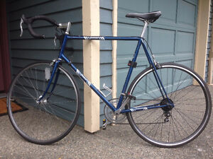 Tomasso 12-speed road bike great condition
