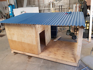 OUTDOOR DOG HOUSE COMPLETELY INSULATED