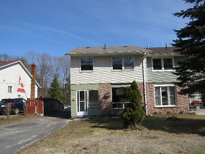PRICED TO GO. NICE HOME IN ELLIOT LAKE !!!!