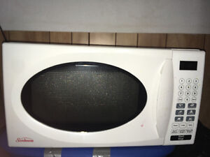 MICROWAVE FOR SALE, $20