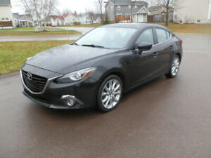 Mazda 3 GT - This Car Is FULLY LOADED