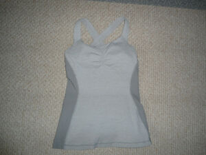 Like New Lululemon Tank Worn 2x! Fitted w/ Built in Support Sz6
