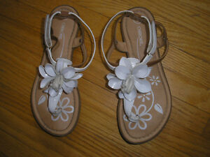 Girl's Size 2 Shoes,  Two -Tone Sandals,  White with Brown Trim
