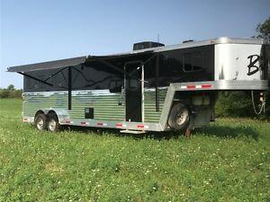 Horse Trailer - 2012 Bison Stratus 310ME