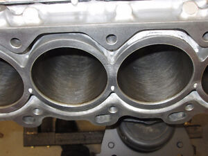 5.7 Toyota Tundra/Sequoia 3UR-FE compleat engine block