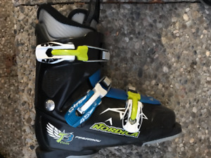 Junior almost new Ski boots for sale