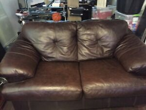 Leather Couch - 2 places / Divan Cuir 2 places