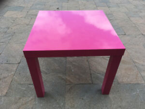IKEA PINK LACK TABLE 5$  EXCELLENT CONDITION, NO DELIVERY