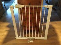 Baby / Stair Gate - Lindam Sure Shut Securus Safety Stair Gate