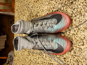 Nike CR7 Outdoor Soccer Cletes size 9.5 mens