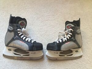 Youth Eastern Synergy 100 Hockey Skates - size 3 Kitchener / Waterloo Kitchener Area image 1