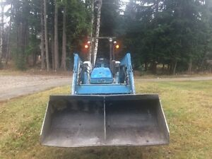 Ford 2110 4x4 tractor with Loader Revelstoke British Columbia image 3
