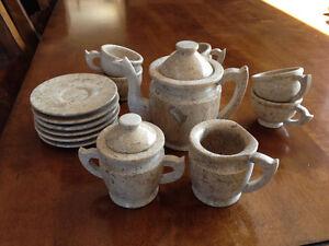 Set de thé en pierre polie