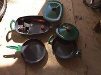 Cast iron pan set. Green / grey.