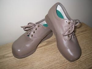 Size 8.5 EEEE extra depth leather lace up diabetic ortho shoes