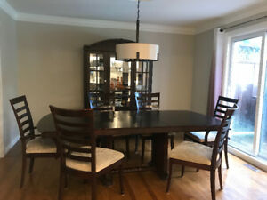 Dining room set, table 6 chairs, hutch light and bar