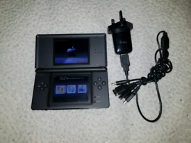 Nintendo DS lite + charger + R4 card