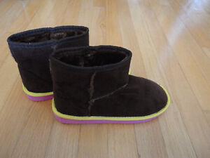 Women's brown faux fur lined winter boots Size 6.5 NWT