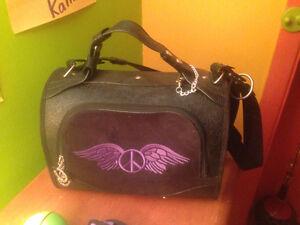 sac de transport pour petit chien ou chat avec des accessoires