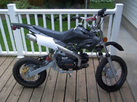 Gio Giovanni Dirt Bike Like New Maybe 10 Hours on Motor