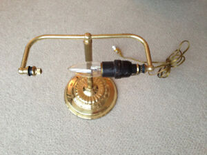 Banker's lamp without glass shade