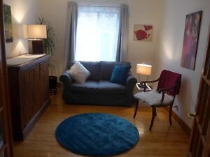 NDG House share - bright, old cham, private, convenient