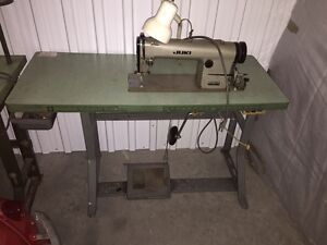 Sewing table for a 100$ or best offer