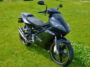 CPI GTI 50 - Scooter style moto 70 cc (immatriculé 50 cc)