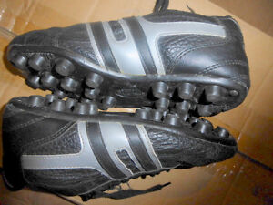 NEW Spalding soccer shoes, youth size 3 $ 10, others size 2 $ 7 Kitchener / Waterloo Kitchener Area image 4