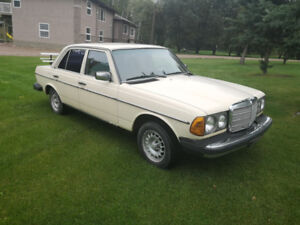 1984 Mercedes-Benz 300D Four Door Turbo Diesel RWD
