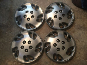 4 Hubcaps. Chevy 15in.