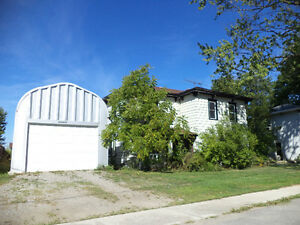 SUPER SIZED VILLAGE HOME WITH SUPER SHOP in SELKIRK!!!