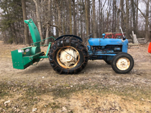 Fordson Dextra with snowblower / loader/chains