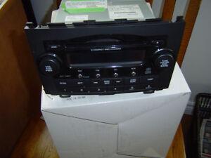 2007 HONDA CRV RADIO with 6 DISK CHANGER $50