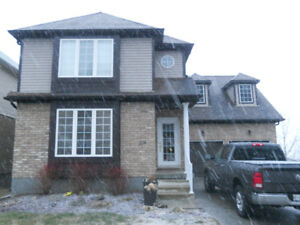BRIGHT OPEN CONCEPT   2-STOREY UPPER DUPLEX WITH VIEW