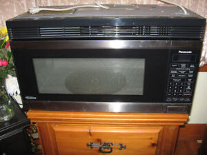 MICROWAVE  INVERTER OVER THE RANGE OVER HEAD PANISONIC OVEN
