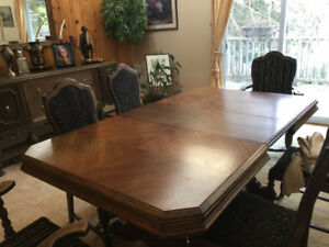 1910 ANTIQUE FORMAL DINING SET. Set includes 4 large pieces